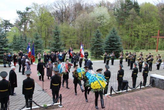 у Раві-Руській вшанували французьких воїнів, які загинули у концтаборі