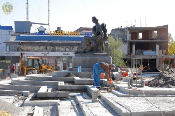 В межах Великого будівництва триває реконструкція площі Вічевої у Золочеві